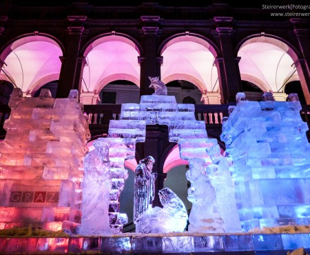 Eiskrippe im Advent