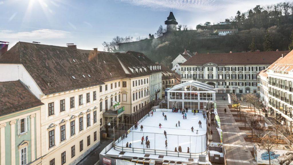 Eislaufen am Karmeliterplatz