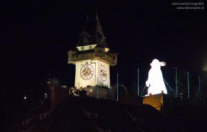 Leuchtender Hase Uhrturm